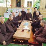 Thiền sinh uống trà
